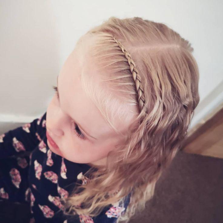 A single lace braid with lovely wavy hair from yesterdays braids 😍 simple but so so cute ❤️ * * * * * #lacebraid #wavyhair #bow #headband