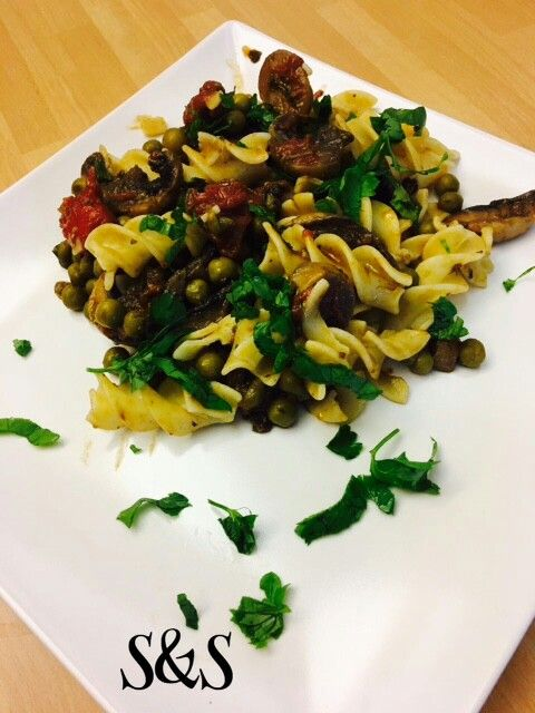 Fusilloni di quinoa e riso con funghi e piselli.gluten free