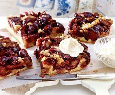 Pflaumenkuchen mit Zimtzuckerkruste Rezept: Pflaumen/Zwetschen,Butter,Mehl,Zucker,Vanillezucker,Zimt,Eigelb,Speisestärke,Backpulver