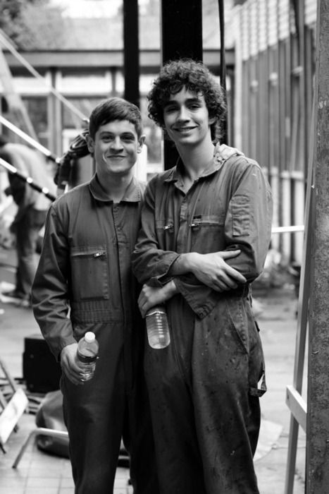 aww...bless! Iwan Rheon and Robert Sheehan
