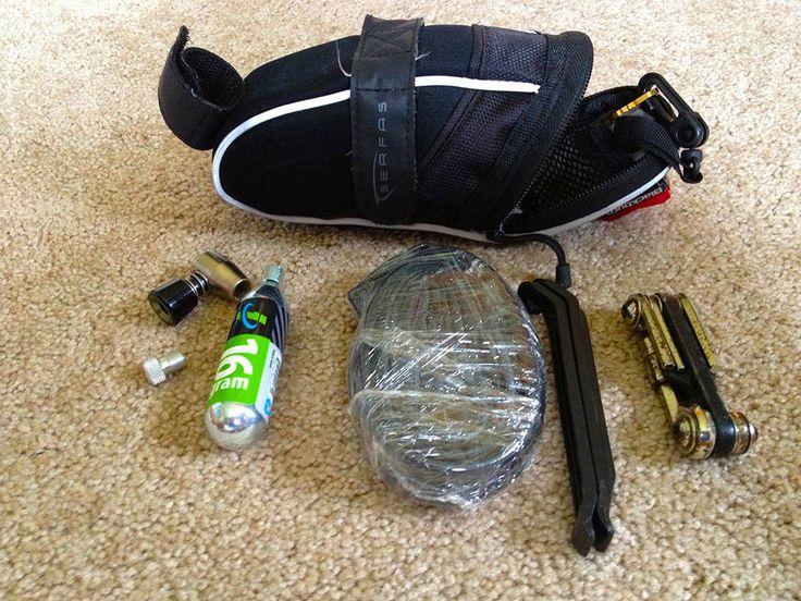 Τι θα πρέπει να έχετε μαζί σας στο τσαντάκι σέλας, όταν βγαίνετε για ποδηλασία δρομου.
