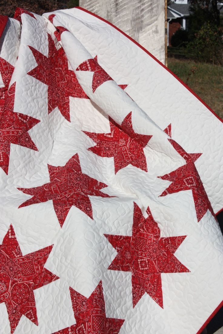 Red and White Bandana Star Quilt.  For more libraries, visit this site.  http://onlinequiltingclassesmembership.ning.com/
