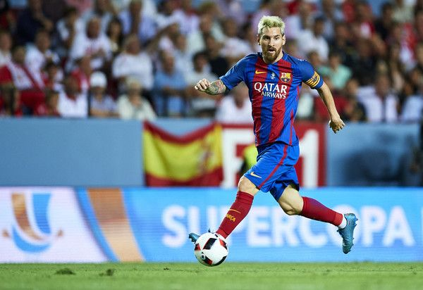 Lionel Messi of FC Barcelona in action during the match between Sevilla FC vs FC Barcelona as part of the Spanish Super Cup Final 1st Leg  at Estadio Ramon Sanchez Pizjuan on August 14, 2016 in Seville, Spain.