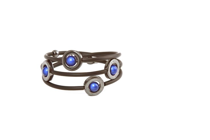 Large blue bracelet from the Caramelle series.