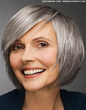 I love when older gals let their pretty hair get gray.                                                                                                                                                                                 Mais