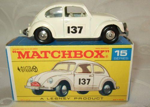 Parece Herbie pero no lo es. http://es.wikipedia.org/wiki/Herbie
