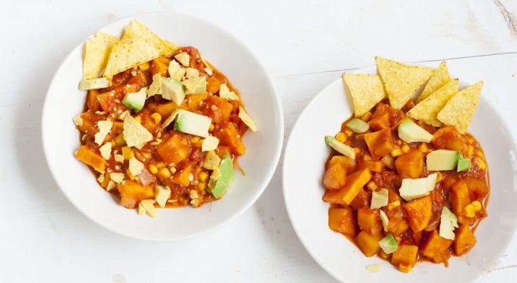 DoorAnnemieke–Deze Mexicaanse groente curry is echt ontzettend lekker! Er gaat geen vlees in het gerecht, wel pompoen (ik moet toegeven dat ik in mijn hele leven nog nooit pompoen ergens doorhee…