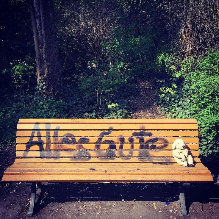 ALL THE BEST  . . #allesgute #allthebest #sittingonabench #berlinlife #kuscheltier #kuscheltierliebe #softtoy #plushiesofinstagram #plushielife #welpe #welpenliebe #puppylove #puppiesofinstagram #softtoy #fluffydog #fluffiness #fff #lovelaughlobilat #viktoriapark