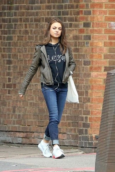 Mila Kunis Skinny Jeans and sneakers