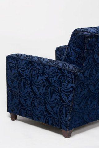 Fluweelzachte kleden op tafel, achter de kapstok, op de schoorsteen of de sofa: tegenwoordig vind je ze niet meer in het interieur. In de jaren '20 en '30 van de vorige eeuw was dat heel anders. De zogenoemde trijpkleden, ook wel bekend als velours d'Utrecht, werden veel toegepast in interieurs van de Amsterdamse School. Naar verluidt zou de stof in de 17de eeuw als eerste in Utrecht zijn geweven. De tentoonstelling 'Ornamentale Patronen' laat een breed beeld zien van de grote…