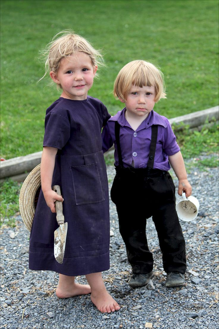Amish children, Pennsylvania, USA