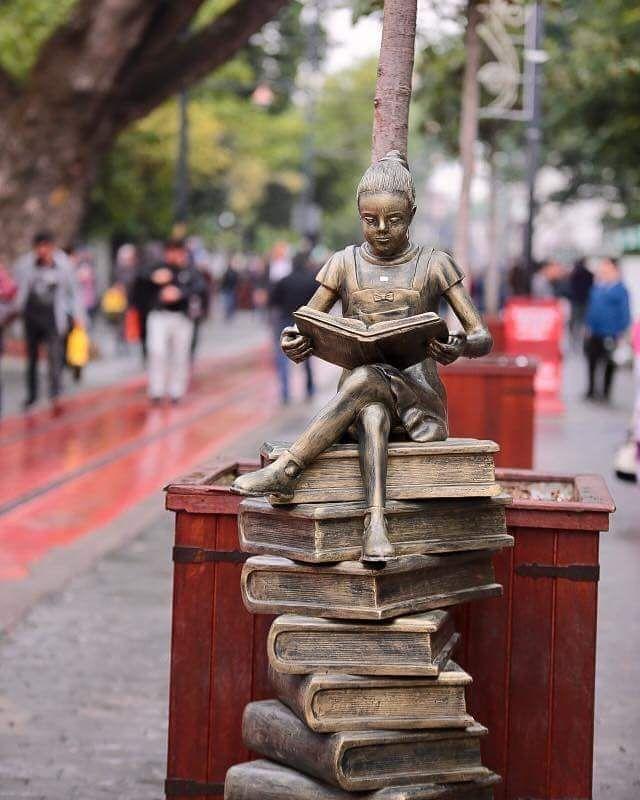 #heykel #statue #kitap #kitaplar #book #books #bookstagram #booksofinstagram #art #arts #sanat #artlovers #sanatsever #sanatgüzellestirir #kitapyükseltir #bursa #cumhuriyetcaddesi #instaturkey #türkiye #turkey #photooftheday #igersoftheday #igers #gününfotoğrafı  Bursa'daki Cumhuriyet Caddesi 'nin yeni heykeli. ..Kitap yükseltir. .. Not :Fotoğraf bana ait değildir. .. http://turkrazzi.com/ipost/1523155432277035262/?code=BUjVcuulEj-