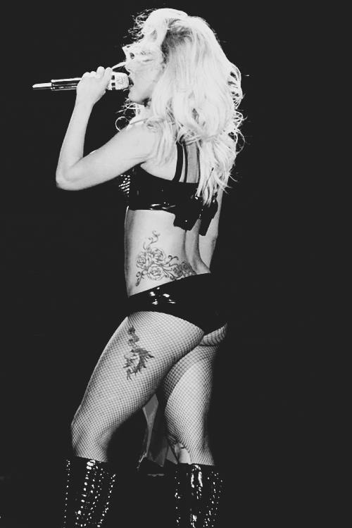Lady GaGa presents The Monster Ball Tour super sexy!