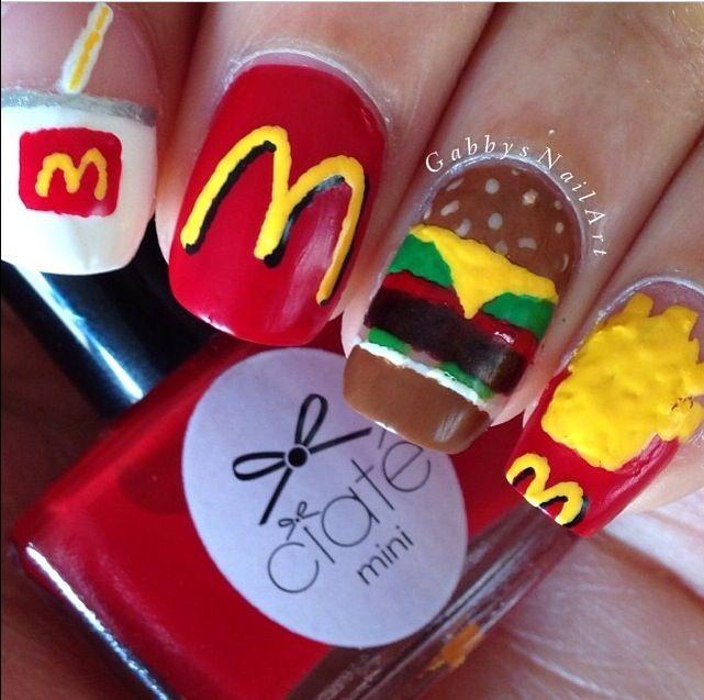 Pinta uñas con decoración del Macdonald