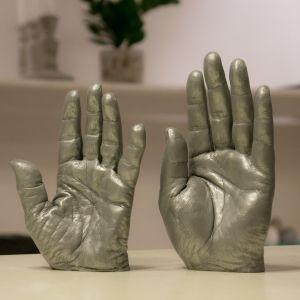 Bodycast, two hands in aluminium Kroppsavgjutning, två händer i aluminium