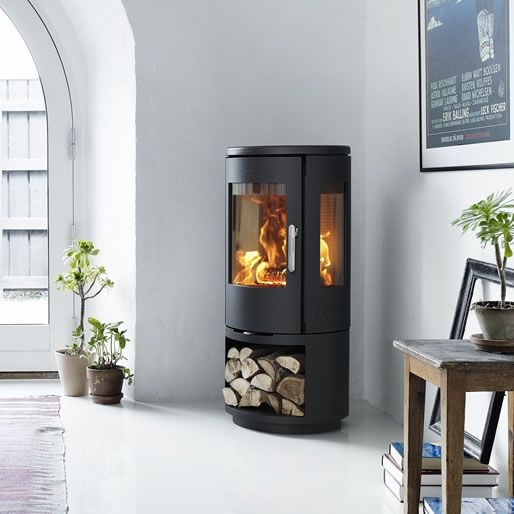 MORSØ 7443 – OPEN BASE Morsø 7400-series takes the best qualities of modern wood burning stoves and uses them to give the consumer a modern take on a classic design.