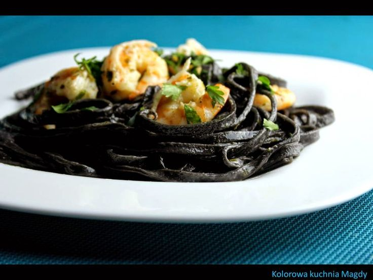 Kolorowa Kuchnia Magdy: Czarny makaron z krewetkami