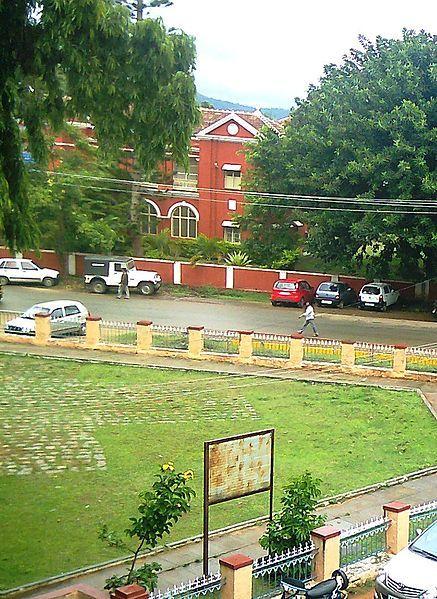 File:Court Road, Chikmagalur..jpg
