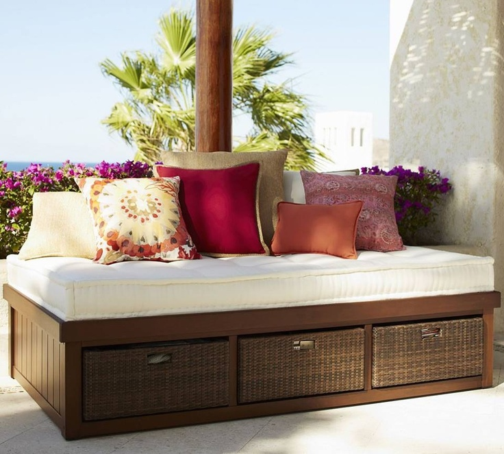 37 best images about outdoor daybed on pinterest outdoor for Outdoor pallet daybed