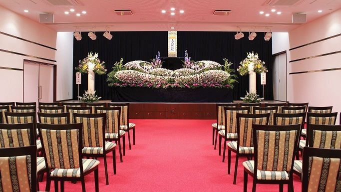 家族葬や一般葬などお客様のご要望に応じたお葬式を執り行わせていただきます。