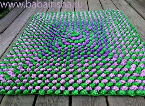 Video: How to do a raffia rug. The video is in Russian language, but crochet is universal and this is an excellent video. Love this video ♥ this has diagram.