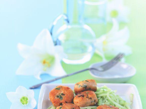Thai-Fischbällchen mit Gurken-Relish ist ein Rezept mit frischen Zutaten aus der Kategorie Hauptspeise. Probieren Sie dieses und weitere Rezepte von EAT SMARTER!