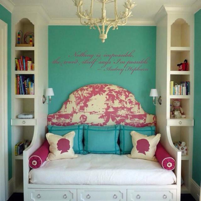 Nice room for a teen, good ideas for room, bookshelves, headboard, etc