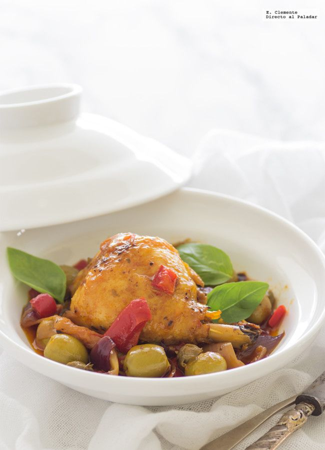 Los guisos de pollo son muy socorridos durante todo el año, pero ahora con el buen tiempo que apetecen platos rápidos y más ligeros os propongo una receta de guiso de pollo al estilo mediterráneo con