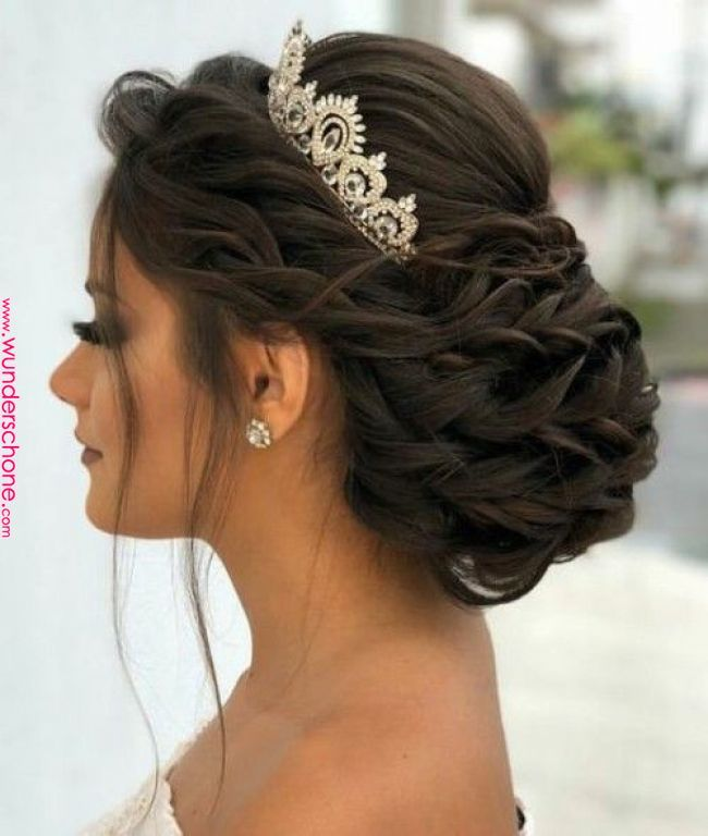 Sweet Quinceanera Hairstyles With Crown Hairstyle Quinceanera Hairstyles Bridal Hair Updo Quince Hair Quince Hairstyles Crown Hairstyles Bridal Hair Updo