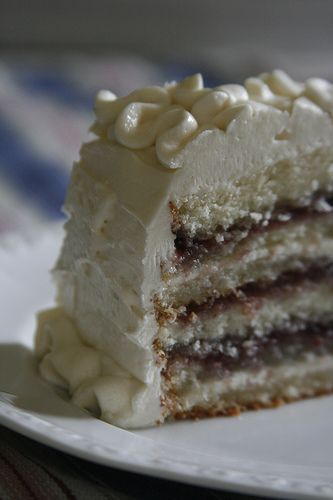 Amaretto cake with raspberry filling