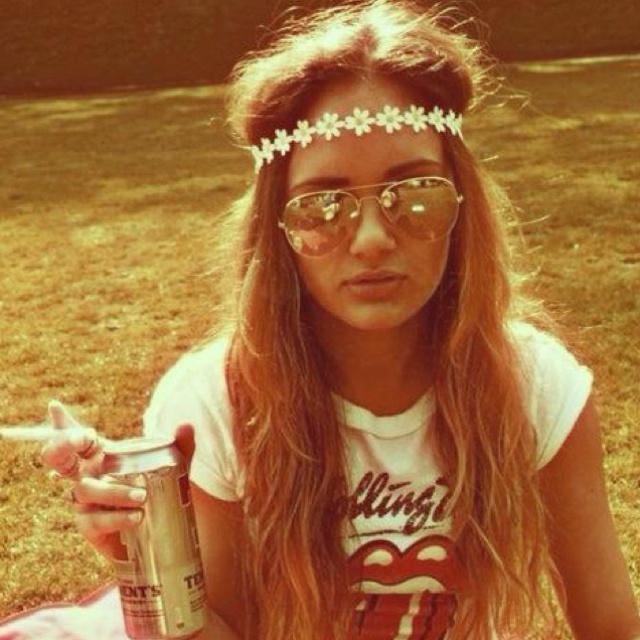 Amaze! Sunglasses, flower headband, vintage Rolling Stones t-shirt!