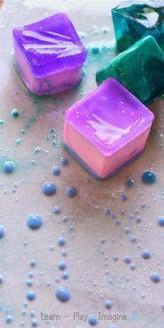 La pintura con tiza de hielo y aceite - una actividad simple que combina el arte y la ciencia