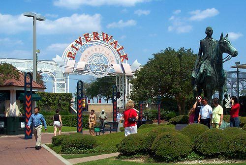 Vacationing in the Big Easy: The Riverwalk and Central Business District | The Ginger Penny Pincher