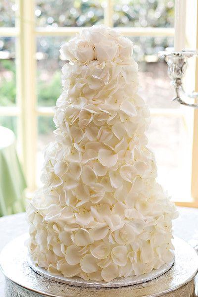 Amazingly pretty wedding cake from Dreamcakes Bakery in BirminghamDreamcak Bakeries, Cake Wedding, White Rose, Cake Design, White Wedding Cake, Beautiful Cake, Rose Petals, Petals Cake, Flower Cake
