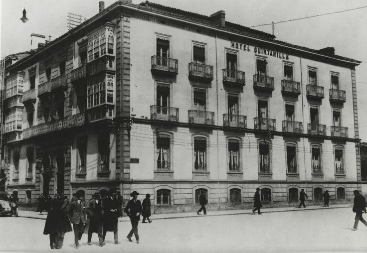 Fachada del desaparecido Hotel Quintanilla en la esquina de las calles San Prudencio con Dato. 30 de septiembre de 1925