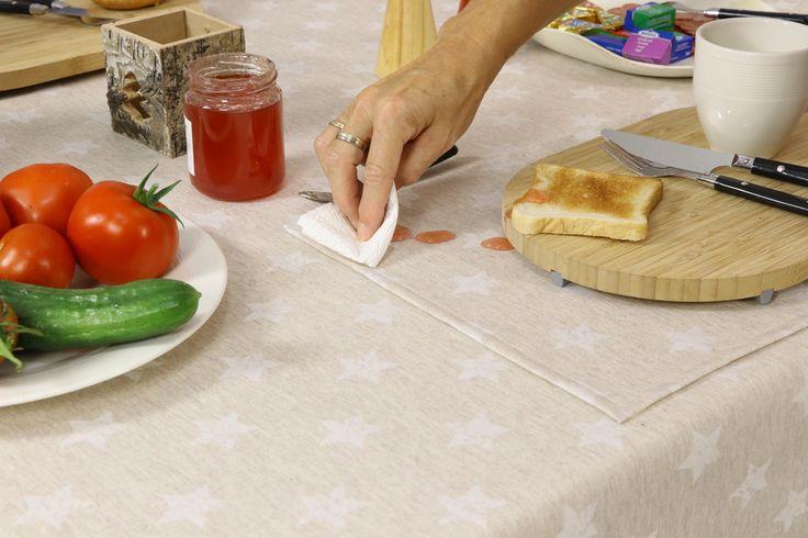 Marmelade, Saft, Honig.... alles kein Problem. Abwischen und sauber. Baumwolle/Polyester in vielen Größen. Auch für große Tische.