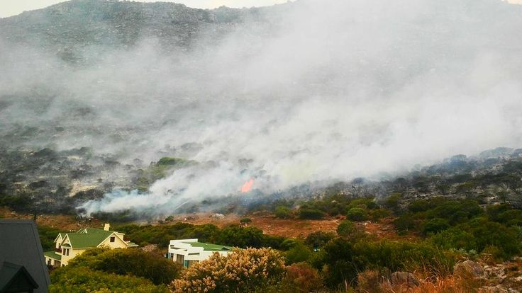 Lianne Protheroe @raisinell Flare ups still happening. Thank God for the incredible Fire department #clovellyfire #capetownfire pic.twitter.com/AdimmHHXkA