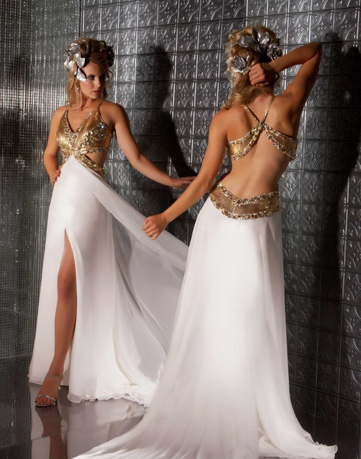 I love this dress because I look at it and think Roman or Greek goddess. It's beautiful.