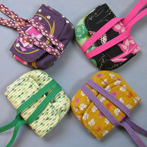 These are adorable little pouches - must make some!