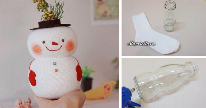 Kreatívny DIY nápad s návodom urob si sám na krásnu vianočnú dekoráciu slúžiacu ako organizér alebo váza. Snehuliak z fľaše a ponožky. Handmade tvorba