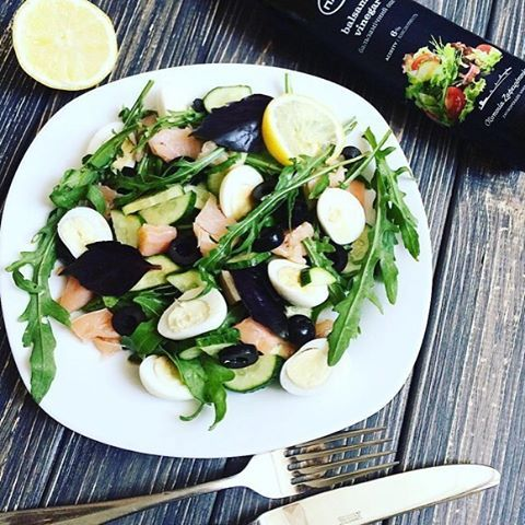 Полезный салат с руколлой😋 Рецепт: ☘Руккола ☘Базилик ☘Сёмга с/с ☘Перепелиные яйца ☘Огурец ☘Маслины (оливки) Для заправки: 🌱Бальзамический уксус 🌱Сок лимона #пп #правильноепитание #ппрецепты #рецепты #рецептыпп #зож #салат #resepts_prav_pit  Автор: @yuliya_dnepr