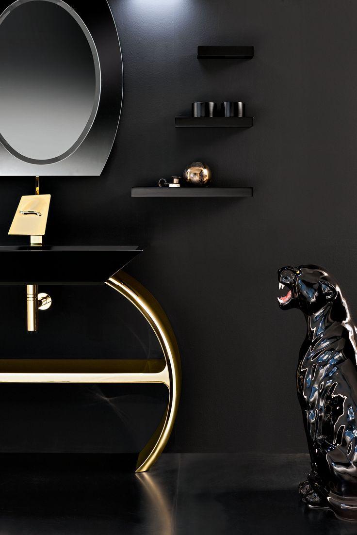 Oltre alla finitura cromo sono disponibili anche quella oro e le versioni laccate a campione opaca e lucida.