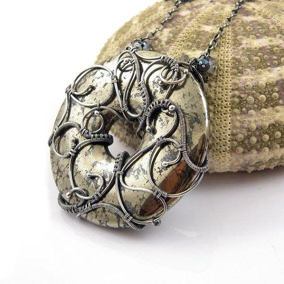 Wire wrap necklace, bold statement jewelry, round donut necklace, gemstone fine…