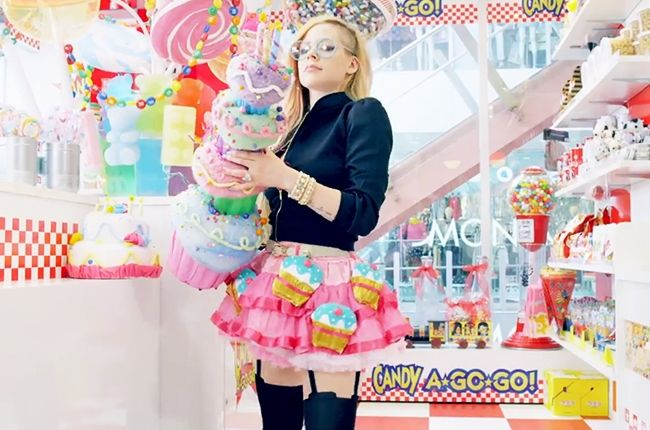 avril lavigne hello kitty video   Avril Lavigne 'Hello Kitty' Video Is An Embarrassment In Any Language