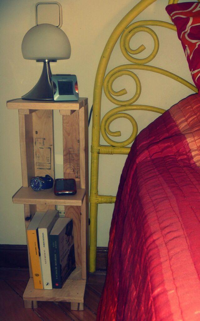 Mesilla de noche hecha con listones de un palet 20x20 cm. Y 65 de altura