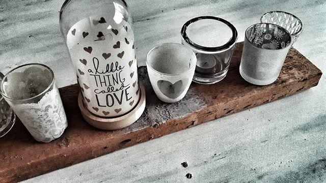 #waxinelichtjes #sfeervol #hout #bigbazar  #white #sloophout #love #stoer  #onafgewerkt #plank #kaarsjes #living #interieuridee #eettafel