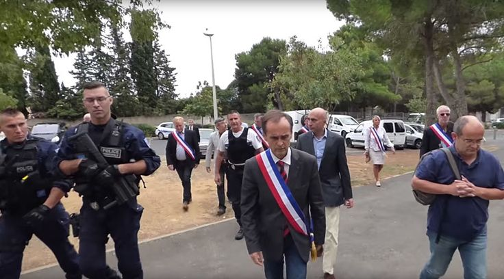 'You're not welcome': French mayor filmed trying to evict Syrian refugees (VIDEO) http://sumo.ly/88oI  © Mairie de Béziers