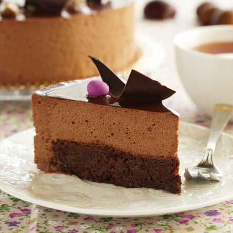 Tarta de mousse de chocolate con base de brownie
