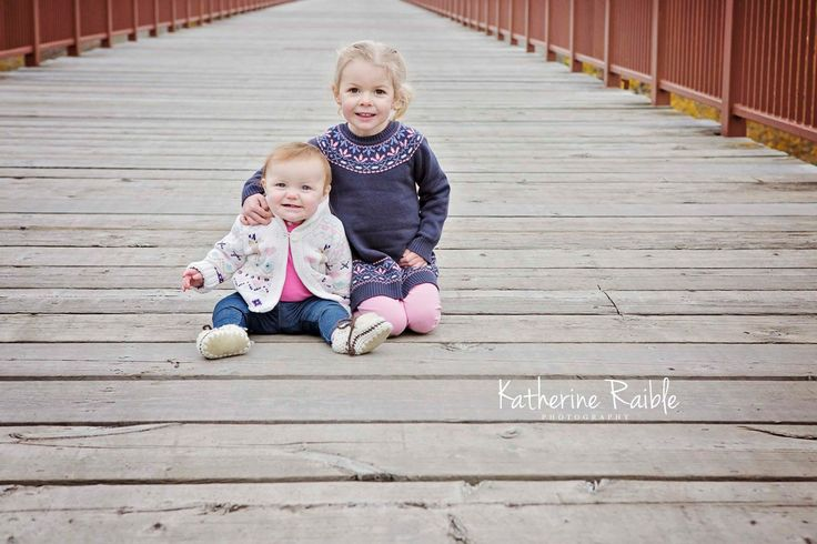 How adorable are they!!! <3 <3 <3 www.katherineraiblephotography.com #katherineraiblephotography #lovefall #fallminis #minis2017 #yegphotographer