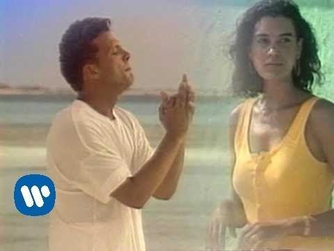 Luis Miguel - Tengo Todo Excepto A Ti [Music Video] bella cancion***